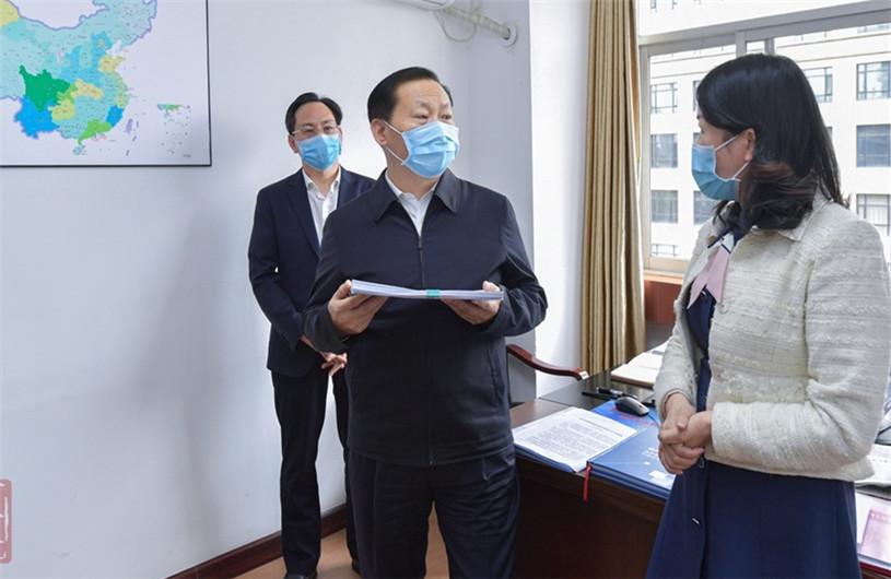 彭清华:统筹抓好学校疫情防控和教育改革发展工作