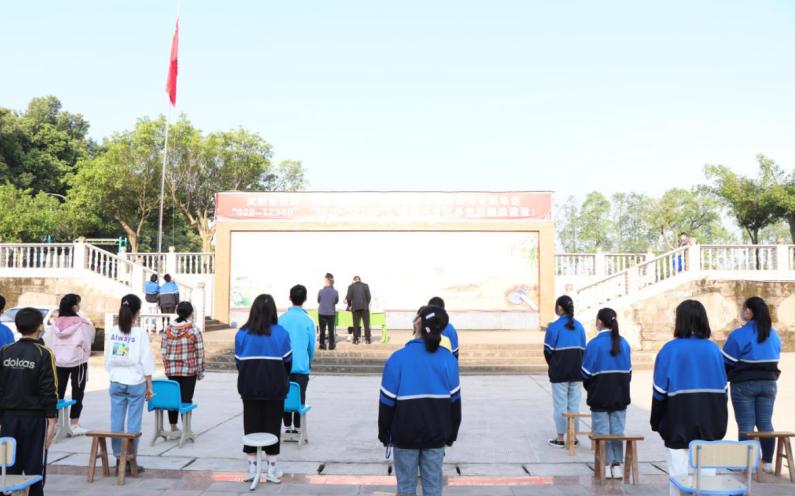 武胜县万善初中举行了一场特殊的开学典礼