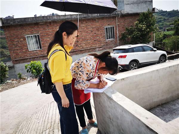 高县职校开展四月扶贫工作