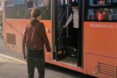 暖心!常德公交公司为7岁儿童单独设站